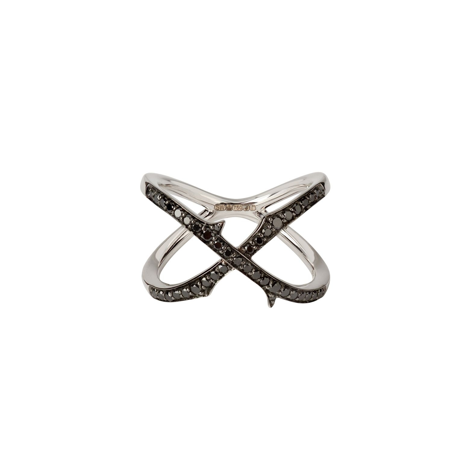 This Stephen Webster crossover ring from the Thorn collection showcases black and white diamonds crafted in 18k white gold.