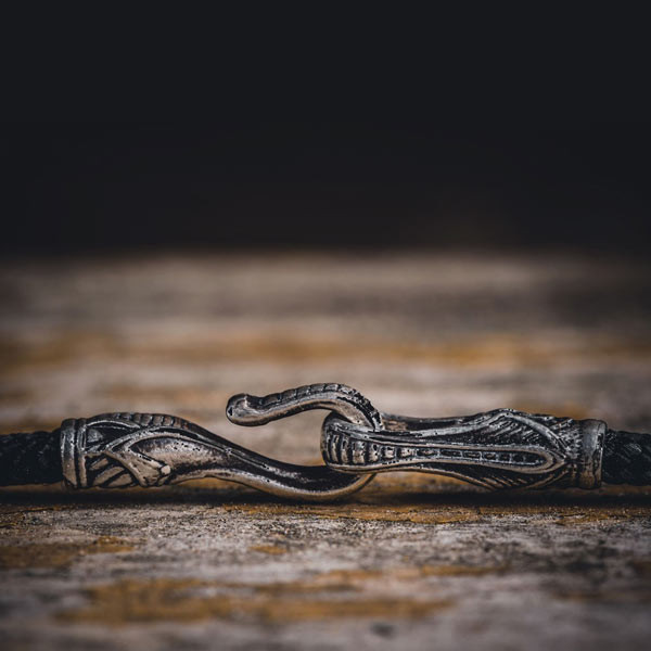 William Henry Morpheus Reef Pocket Pendant Knife Clasp Detail