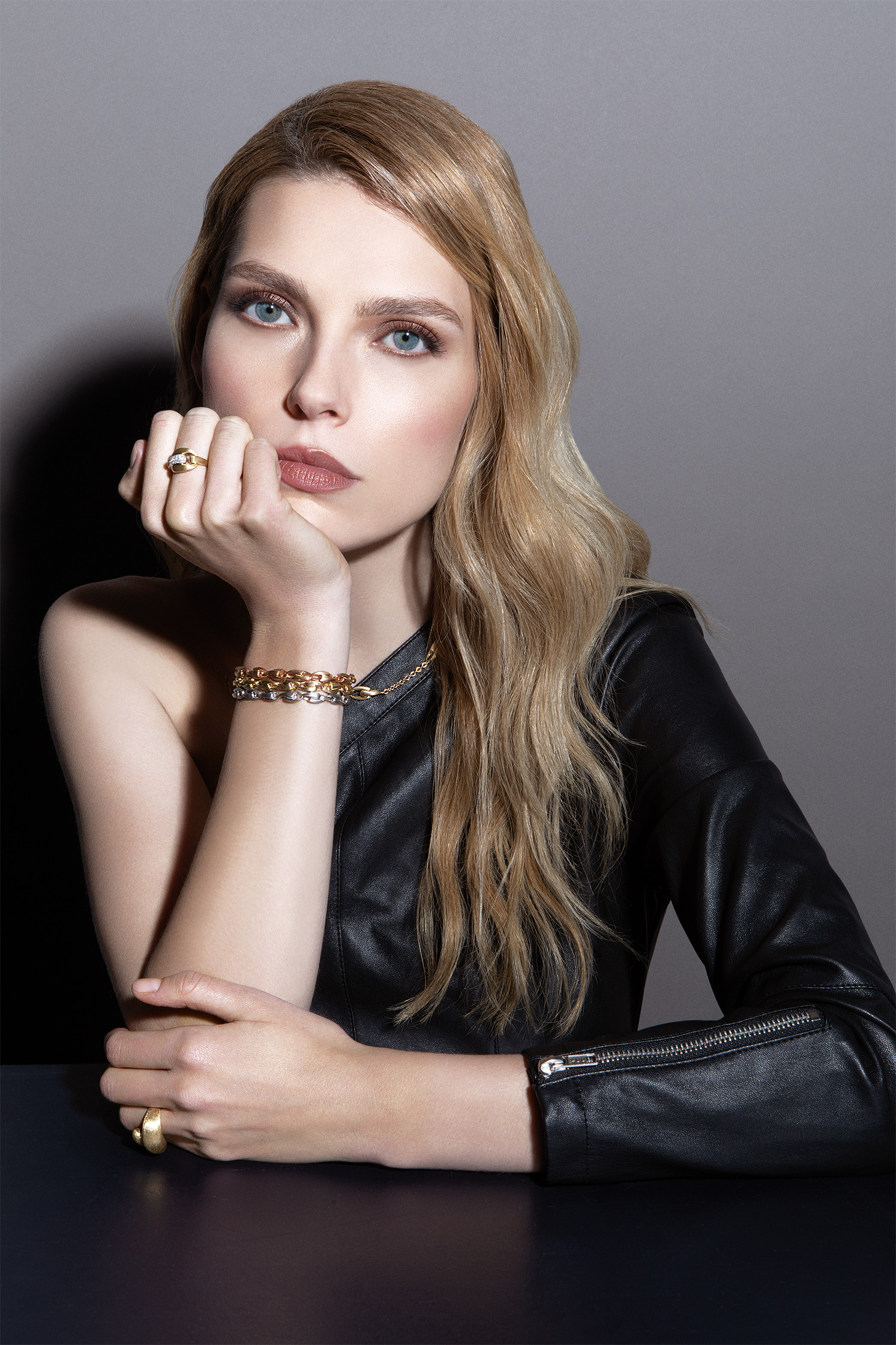 Marco Bicego Lucia Gold and Diamond Link Ring on model 1