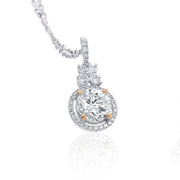 18kt White Gold Round Pave Diamond Pendant Necklace
