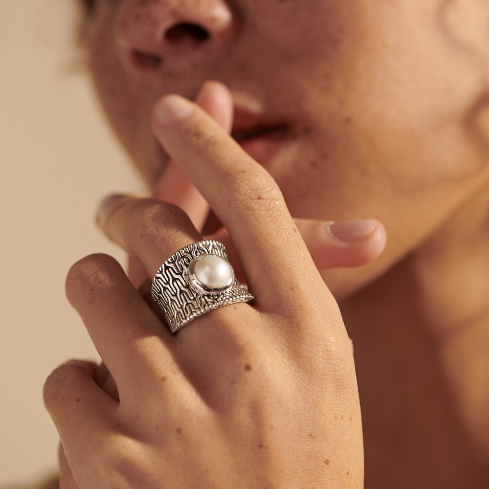 John Hardy Classic Chain Fresh Water Pearl Ring in Sterling Silver on model