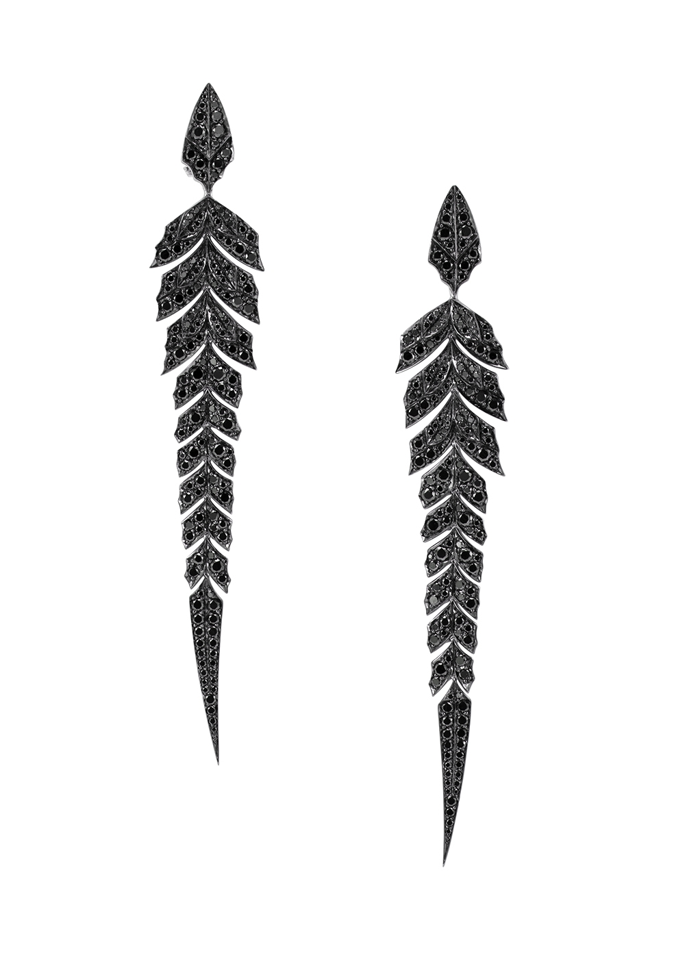 These Stephen Webster drop earrings from the Magnipheasant collection showcase a feather design embellished with black and white diamonds crafted in 18k white gold.